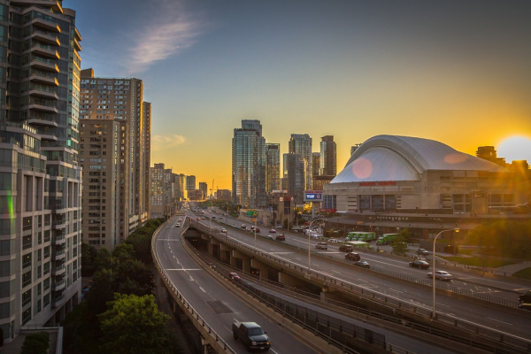 Policy Bundles for Reducing Transportation Emissions in Large Cities